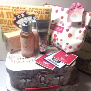 Подарочный набор для женщины. Косметика и шоколад. Доставка по Украине.