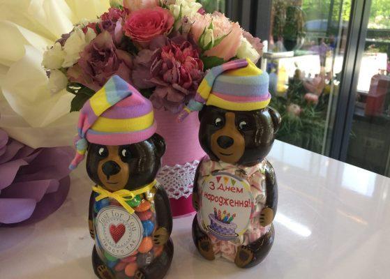 Квіти в коробках. Замовити доставку квітів в коробці. Квіти і цукерки в баночці з доставкою по Києву. Стабілізовані квіти доставляємо по Україні.