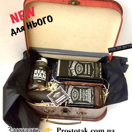 "Набір з фірмовим шоколадом Jack Daniels<h3><a href=""https://prostotak.com.ua/uk/shop/podarunkovi-korobki-uk/dlya-cholovikiv/nabir-v-valizi-z-firmovim-shokoladom-jack-daniels/"" rel=""noopener noreferrer"" target=""_blank"">Замовити р</a></h3>"