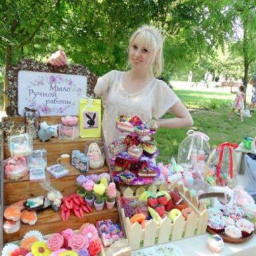 Майстер по виготовленню незвичайних подарункових наборів із мила Саенко Олена. (Україна)