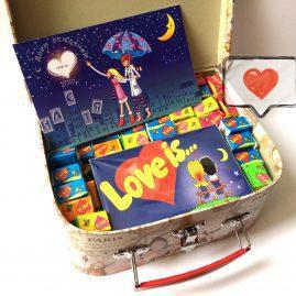 Love is подарочный набор, шоколад Love is ... , жвачки Love is ... , мыло Love is ...