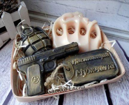Подарочный набор для мужчины из мыла пистолет, граната, кастет.