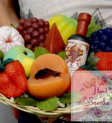 Корзина фруктов из мыла. Фруктовая корзина. Фрукты из мыла в подарок.