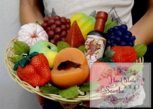 Кошик фруктів із мила. Фруктовий кошик. Фрукти із мила в подарунок.