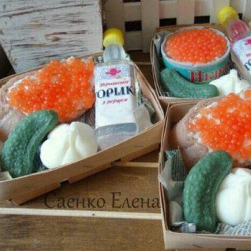 Подарунковий набір із горілки, ікри та огірка