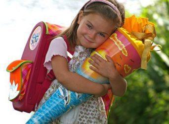 Подарунок на 1 вересня для дитини першокласника. Подарунок для хлопчика або дівчинки. Кульок конус із подарунками (Schultuten) Україна.