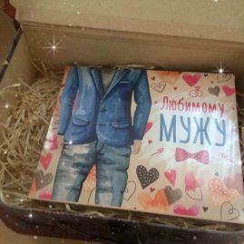 Коробка для подарунка чемодан із шоколадом