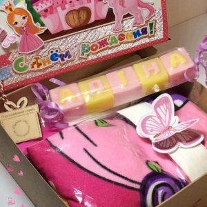 Подарунок племінниці. Недорогий подарунковий набір для дівчинки.