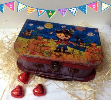 купити подарунок для хлопчика, коробка для подарунка, недорогий подарунок хлопчикові