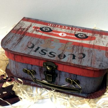 Новорічна коробка для подарунків валіза із машиною КЛАСИЧНА