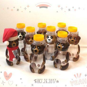 """Баночка МИШКА Санта (коричневый)с любимыми сладостями. <a href=""""http://prostotak.com.ua/uk/product-category/gifts/solodoshhi-v-banochkax/"""" rel=""""noopener"""" target=""""_blank""""><strong>ЗАКАЗАТЬ</strong></a>"""
