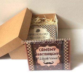 Недорогий подарунок для чоловіка коробка крафт та шоколад в асортименті