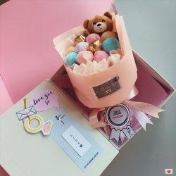 Подарок для девушки букет из конфет с мишкой