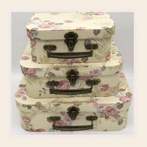 Подарочная коробка чемодан с розочками кремового цвета