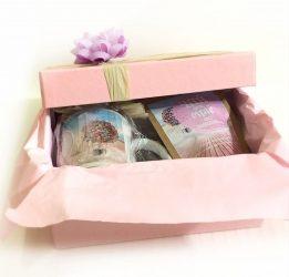 Подарунок для дівчини на День народження