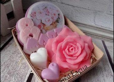 Подарочный набор: мыло 8 марта , роза и сердечки