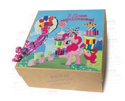 Коробка 20x20x10 для подарунків дівчинці 5 років на День народження