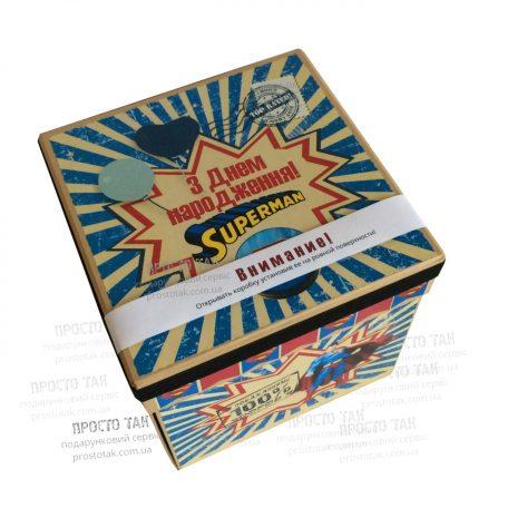 """Коробка куб  SUPERMAN 20Х20х20см .  - <a href=""""http://prostotak.com.ua/ru/shop/present/podarunkovi-korobki/dlya-detej/korobka-dlya-podarka-wowbox4v1-superman/""""><strong>ЗАКАЗАТЬ</strong></a>"""