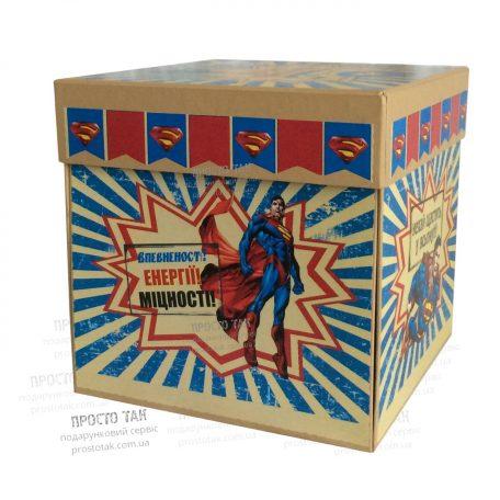 """Коробка куб  SUPERMAN 20Х20х20см  - <a href=""""http://prostotak.com.ua/ru/shop/present/podarunkovi-korobki/dlya-detej/korobka-dlya-podarka-wowbox4v1-superman/""""><strong>ЗАКАЗАТЬ</strong></a>"""