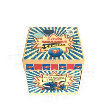 Красива коробка із кришкою на День народження