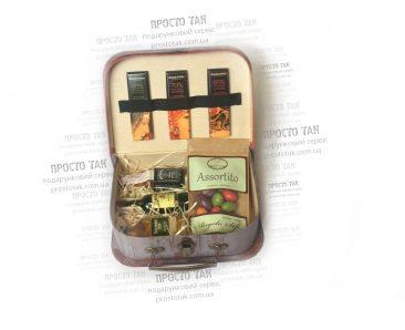 Подарункові набори в коробках чемодан