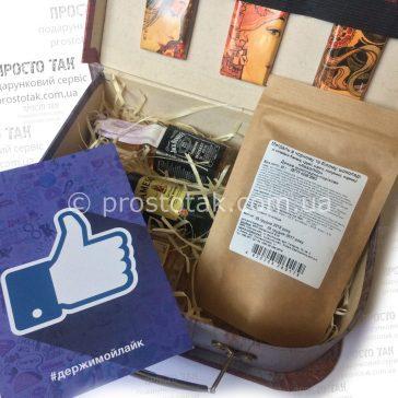 Подарунковий набір у валізі зі спиртним і шоколадом