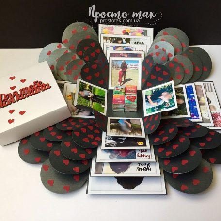 "Подарунок для дівчини<h3><a href=""http://prostotak.com.ua/ru/shop/na-prazdniki/na-den-svyatogo-valentina-ru/chernyj-kub-love-is-19x19x19sm-s-fotografiyami/"">Замовити</a></h3>"