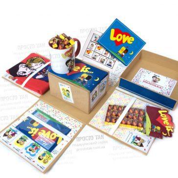 Набір Love is ... в коробці куб 20х20х20см із сторонами що розпадаються