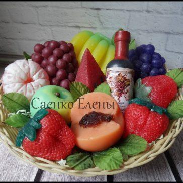 Оригінальний набір для жінки - кошик фруктів із мила