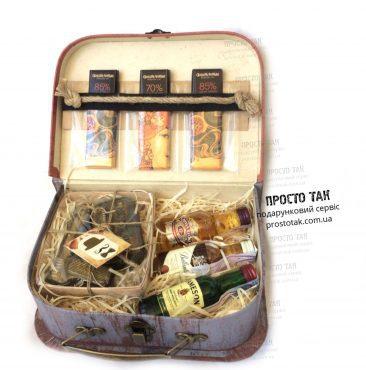 Подарочный набор мужчине на день рождения в коробке чемодан