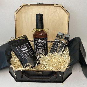 Подарок мужчине с алкоголем в коробке