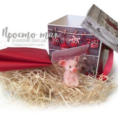 Новорічна коробка куб 15Х15Х15см з символом 2019 року HAPPY PIG