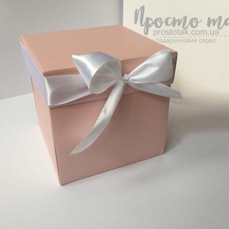 Розовая коробка куб для фотографий