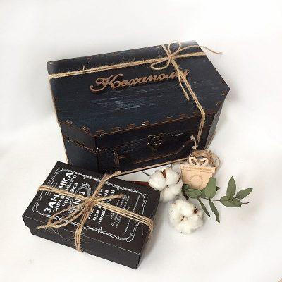Коробка чемодан из дерева для подарочного набора