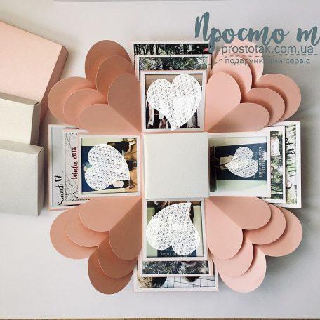 Розовая коробка куб с фотографиями