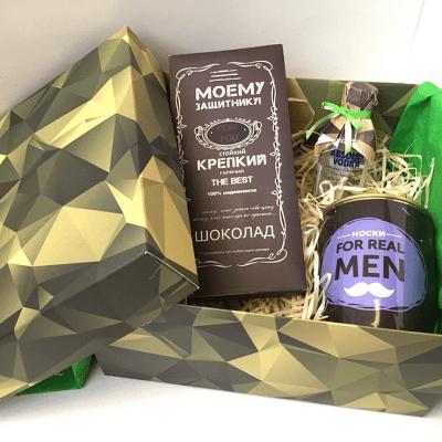 Подарок мужчине в камуфляжной коробке