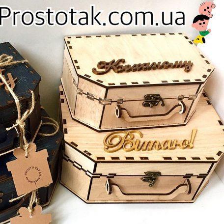 "Коробка чемодан из дерева<h3><a href=""http://prostotak.com.ua/ru/shop/podarochnaya-upakovka/korobka-chemodan-iz-dereva/"" rel=""noopener noreferrer"" target=""_blank"">Заказать</a></h3>"