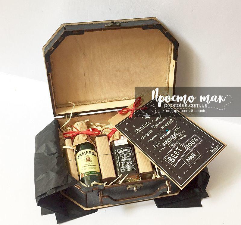 Подарочный набор для мужчины с мини бутылочками и шоколадками
