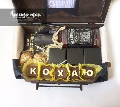 Заказать подарочную коробку с шоколадными буквами