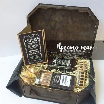 Подарунок для чоловіка в коробці чемодан