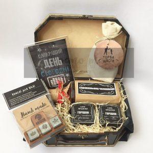 Подарунки для чоловіків в коробках з дерева