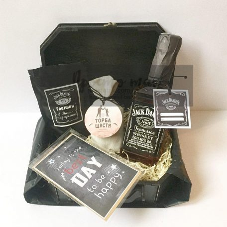 "Подарочный набор с виски Jack Daniels<h3><a href=""http://prostotak.com.ua/ru/shop/podarunkovi-korobki/dlya-muzhchin/pape/nabor-c-viski-jack-daniels-05l-i-oreshkami/"">Заказать </a></h3>"