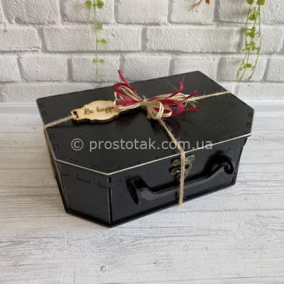 Коробка для подарка из дерева черного цвета