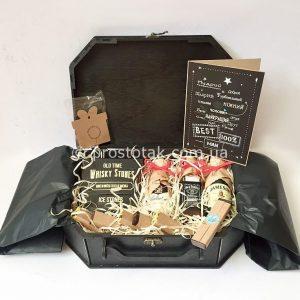 Для чоловіка подарунковий набір в дерев'яній коробці валізі