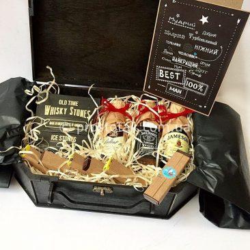 Подарочный набор в деревянной коробке чемодан для мужчины