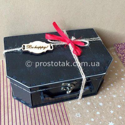 Чемодан из дерева для подарочных наборов