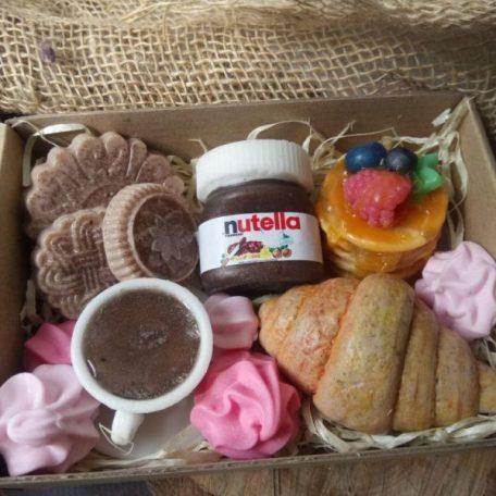 """Набор диетических сладостей из мыла<h3><a href=""""http://prostotak.com.ua/ru/shop/present/handmade/mylo-ruchnoj-raboty-sladosti/"""" rel=""""noopener noreferrer"""" target=""""_blank"""">Заказать</a></h3>"""
