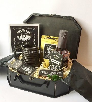 Подарок мужчине с виски Jack Daniels, флягой Jack Daniels и чашкой болтом