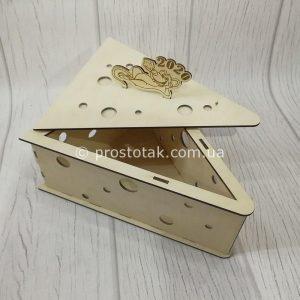 Коробка дерев'яна у вигляді скибочки сиру