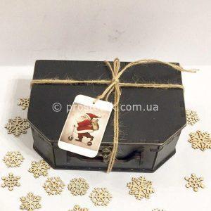 Коробка для подарка из дерева в виде чемодана
